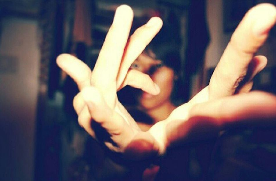 Gloving Dancing Tutting Finger Rolls
