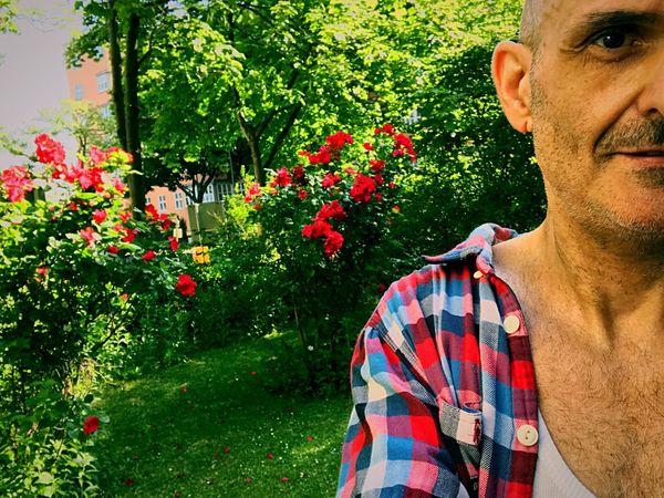 Selfie ✌ MeMyself&I Man Berlin Berlin Guy One Man Only Rose - Flower Nature Garten Springtime My Hometown Me