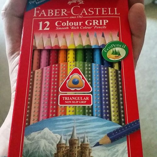 My man is so amazing! Talking about drawing and needing coloured pencils for a few weeks and a come home to this! Ribbedforyourpleasure Colouredpencils Letsart Nonslipgrip triangular pencils drawingtime artattack myman