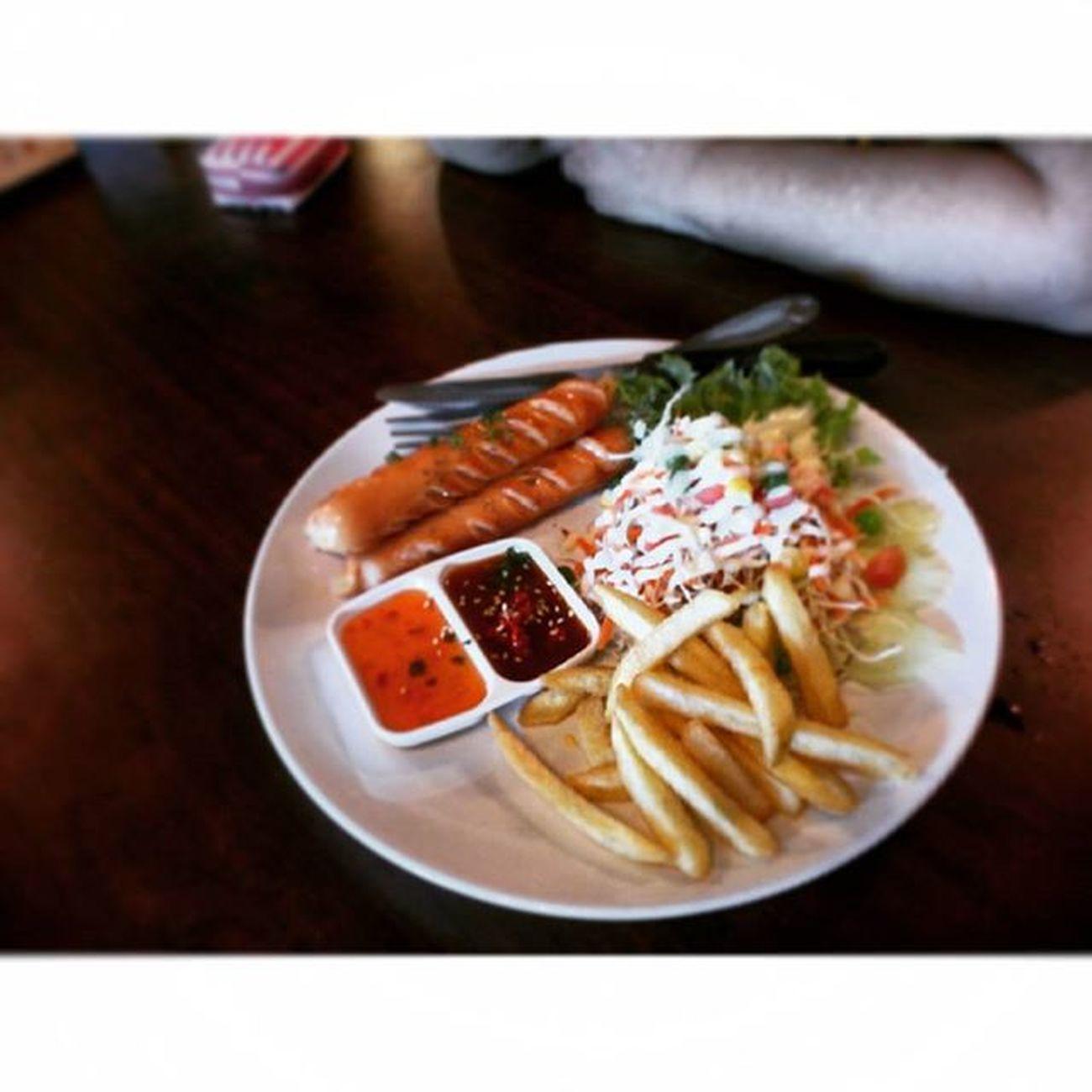 เสต้กไส้กรอกหนังกรอบบบมั่งงงง รีวิวไทยเเลนด์ Food Reviewthailand Reviewkorat
