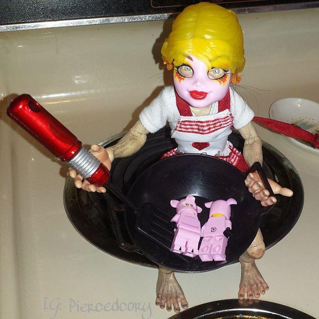 Move over Julia Childs! Gollum has Easter dinner covered. He's taking these little piggies for a wok. Neca Necatoys Monsterhigh LEGO Minfigure Easterdinner Toybuffet