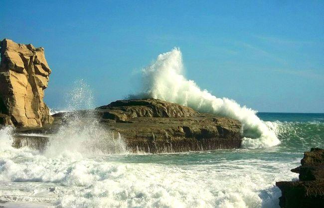 When the wave is dancing Waves Crashing Waves, Ocean, Nature Waves And Rocks INDONESIA Explore Indonesia East Java East Java Indonesia Pacitan Traveling Klayarbeach Indonesia Scenery Klayar Beach Beautiful Beach Vitamin Sea