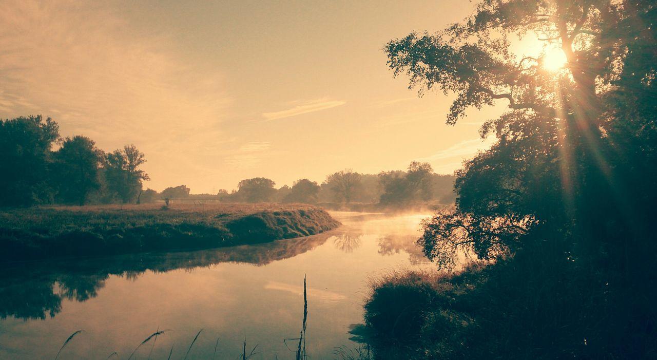Beautiful Day Sunrise/Sunset Amazing Sunrise Foggy Morning Morning Sunrise Beautiful Sunrise Enjoying Life Sunray Wonderful Enjoying The Sun