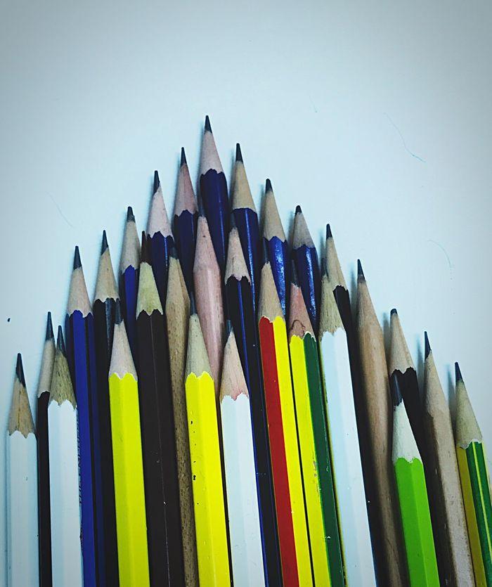 ดิ น ส อ วิสัยทัศน์ มุมมอง Multi Colored Colored Pencil Pencil Variation Vision Visions Mission Missions Objects Focus Plan Project Need Clean Up Art And Craft Sharp No People Studio Shot Close-up Pencil Shavings White Background Day Team Teamwork