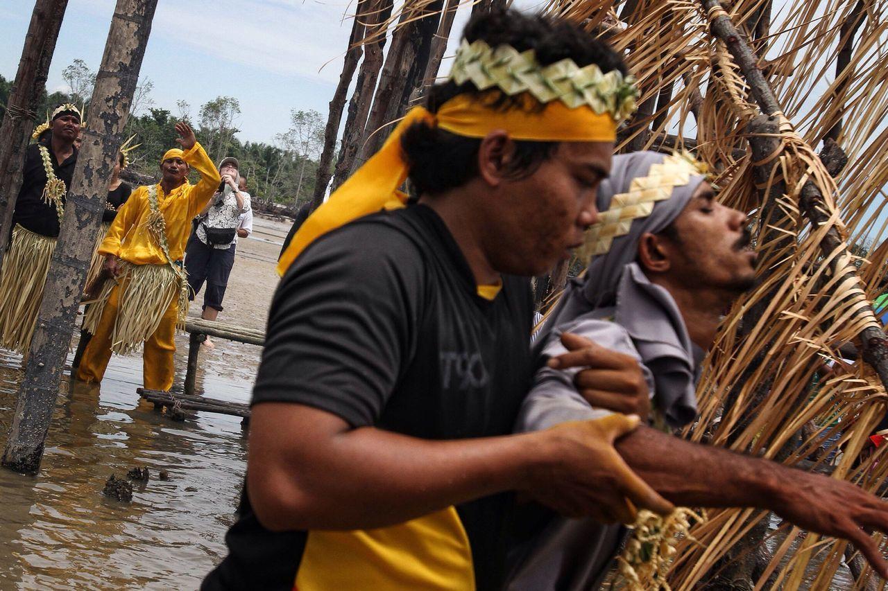 """Puja Pantai"" Mahmeri Orang Asli Traditional Culture Traditional Clothing Traditional Tradition Culture Malaysia Shaman Carey Island Pulau Carey Selangor"