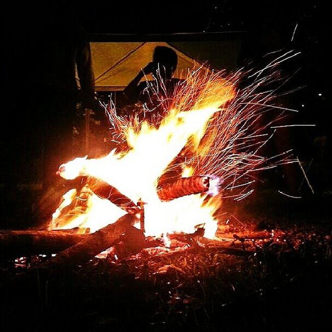 Deixou a marca da fogueira que acendeu pra se livrar do frio que mata Lospiratas Cbjr Lafamilia013