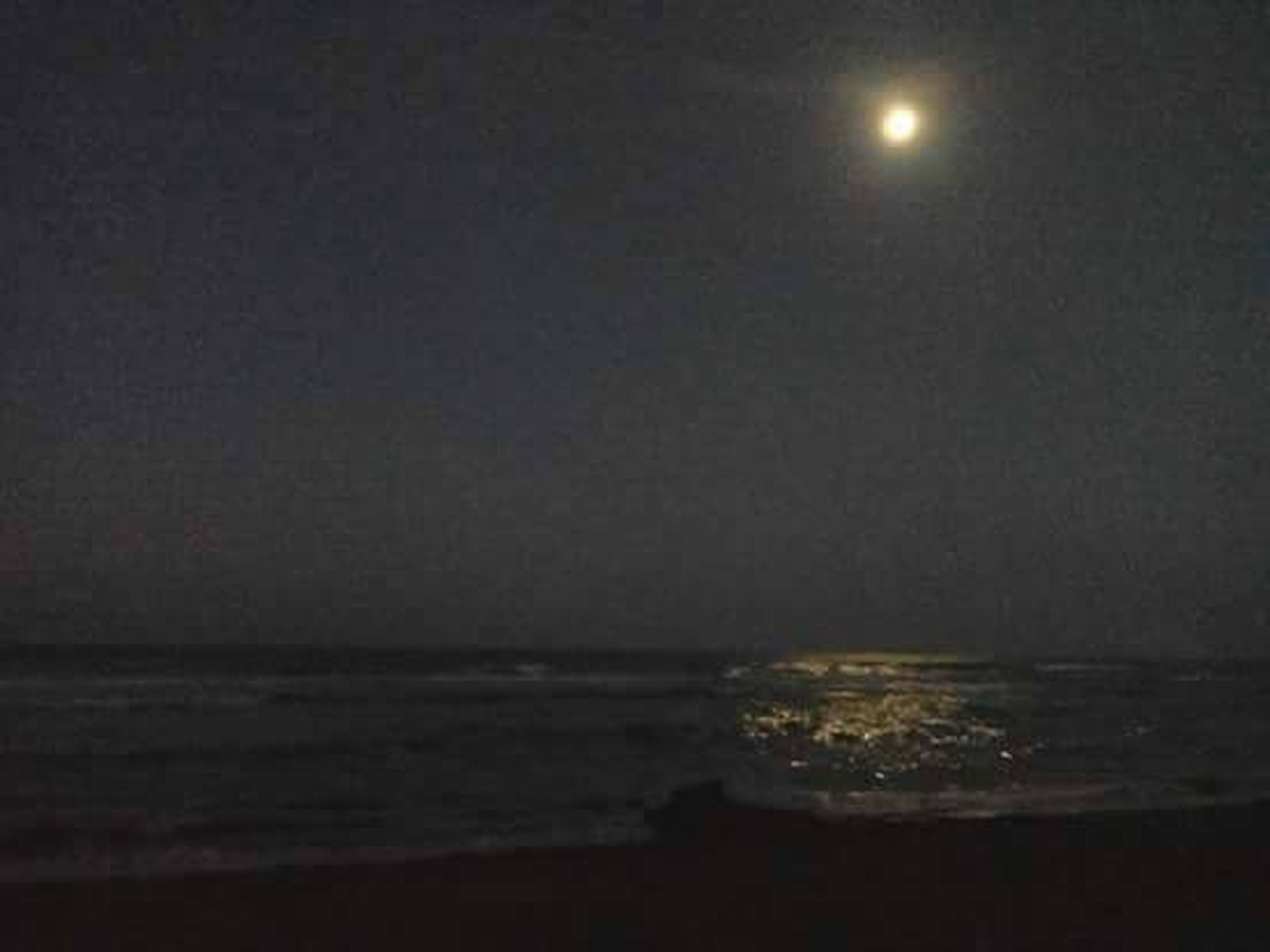 Luna en la playa