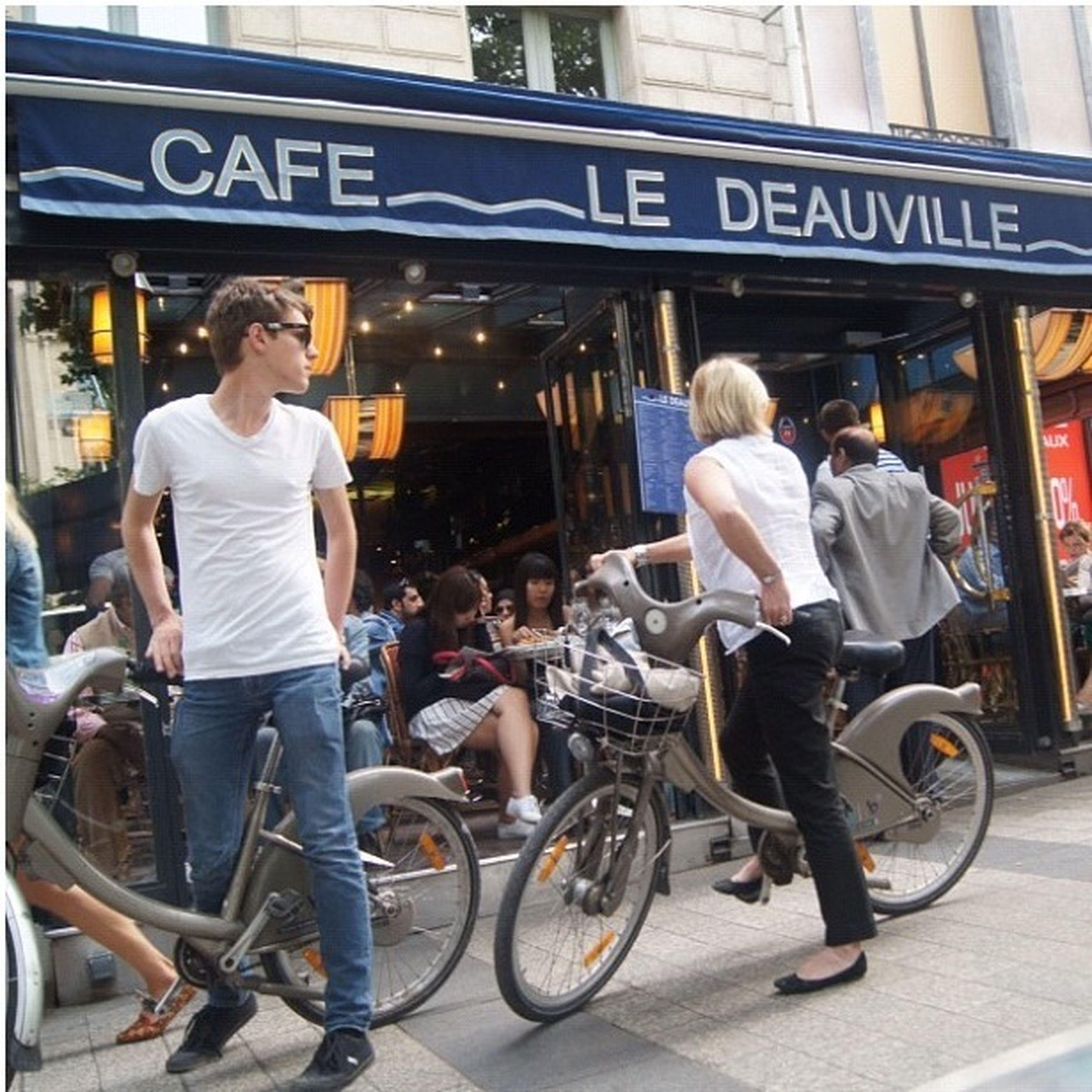 Ceritanya Hunting Cowok Ganteng Di Paris