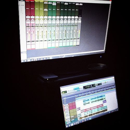 Recording & mixing the 39B 's guiding track for @purevibracion with @joepvmusic & @hizami.arsad at @tambatan_homestudio. Protools10HD HPPavilionDM4 Beatsbydre Rastafari SiScientistGila .