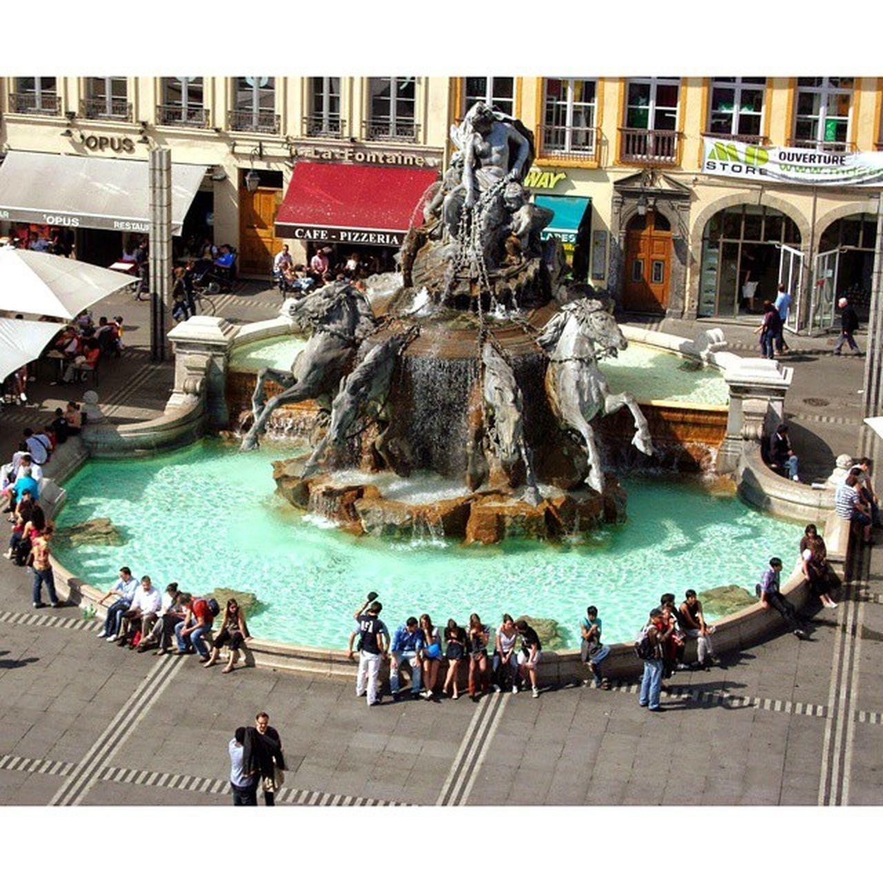 Placedesterreaux à Lyon Onlylyon avec la Fontainebartholdi profitez en vite bientôt en restauration fontaine bartholdi terreaux vu du mbalyon museedesbeauxarts awesome