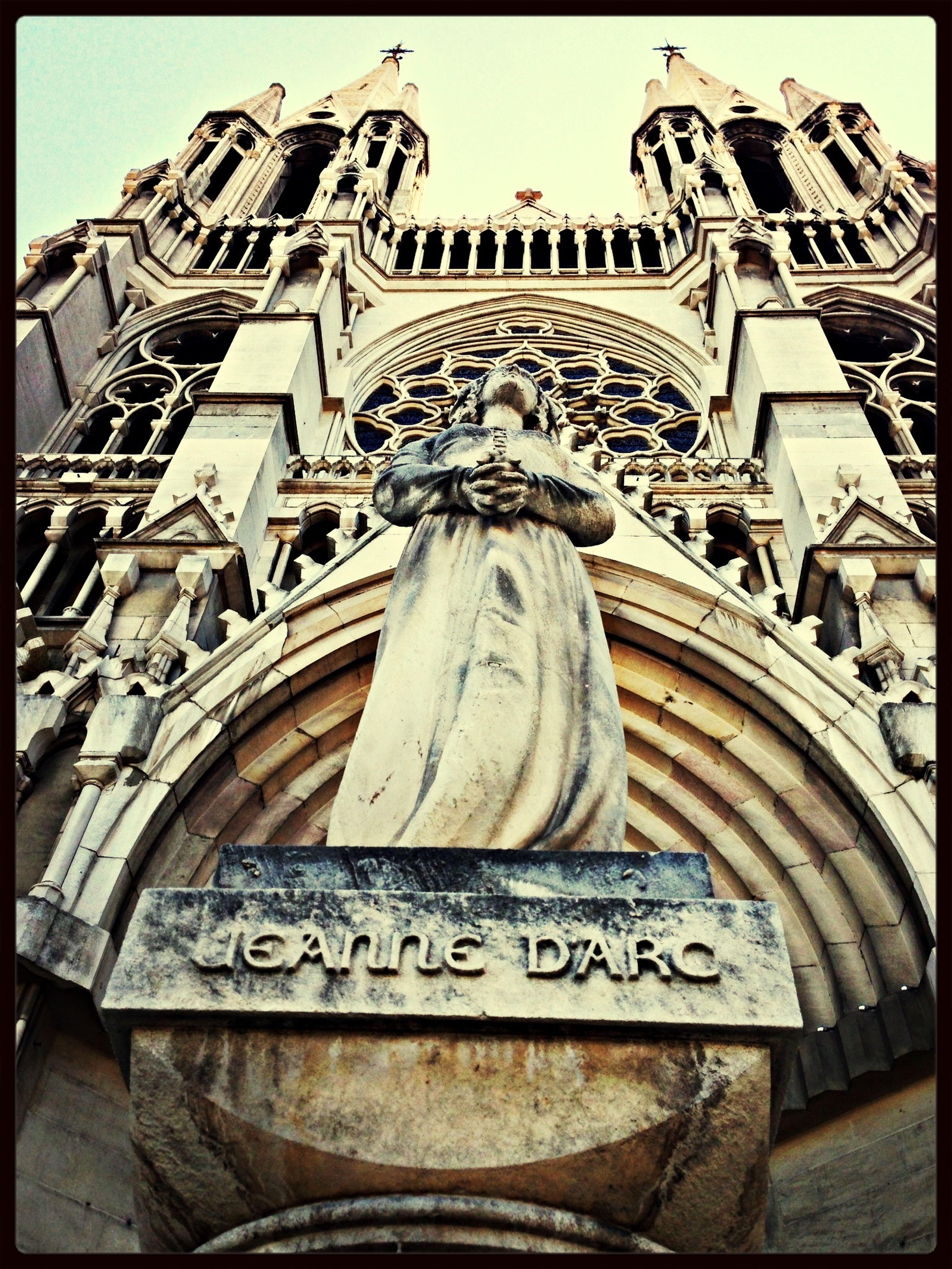 About Believing : Jeanne d'Arc in Front of Les Réformés