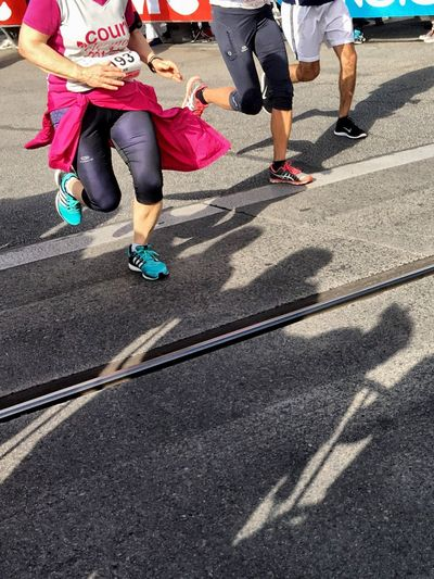 Courir à Clermont Street Low Section Road Shadow Lifestyles Men Person Day Outdoors Togetherness Crosswalk Casual Clothing City Life Running Marathon