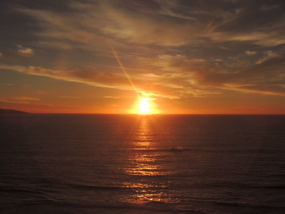 Sunset Lovers https://youtu.be/wpdy0m9dTpw Sunset Today Amazing Sunset Sunset 🌅 Sunset And Sea Sun Rays Sun Reflection Sunset_collection Sunset_captures Sunsetphotographs Horizon Over Sea Enjoying The Sunset The Purist (no Edit, No Filter) Reñaca Beach , Chile