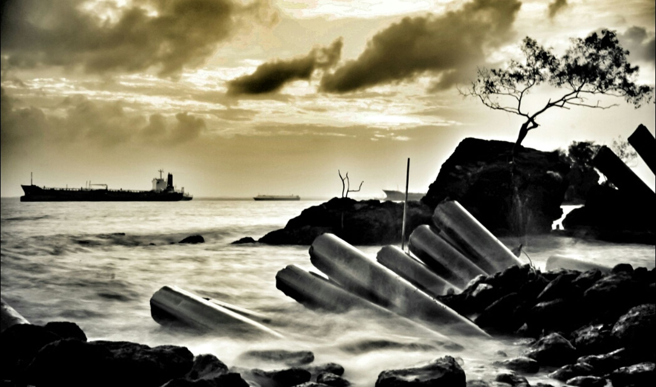 Landscape BlacKeys B+W Film HDR Panorama Sepia Long Exposure Stunning #sunset #sun #clouds #skylovers #sky #nature #beautifulinnature #naturalbeauty #photography #landscape Pantai Jelajah_nusantara Siksa Kamera