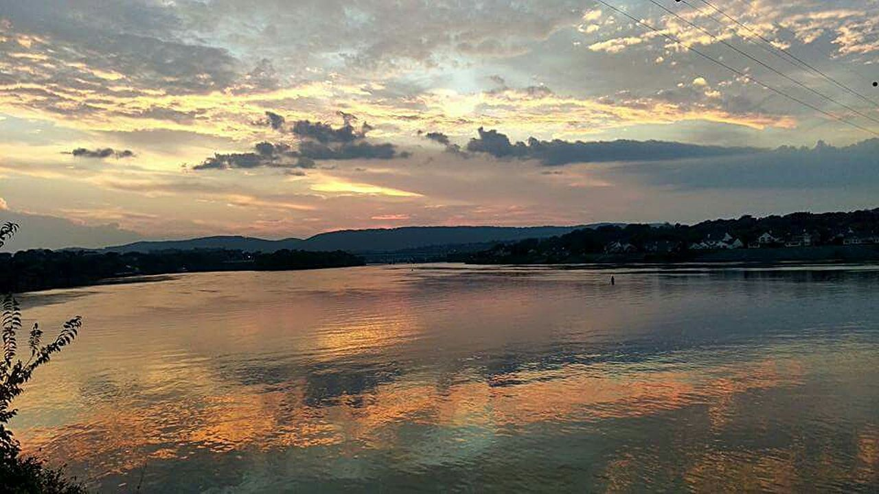 Great Outdoors - 2016 EyeEm Awards Lakescape Lake View Tennessee Tennessee River  Chattahoochee River Reflections Skyreflections Sunset Exploring Breathtaking Solitary Moments
