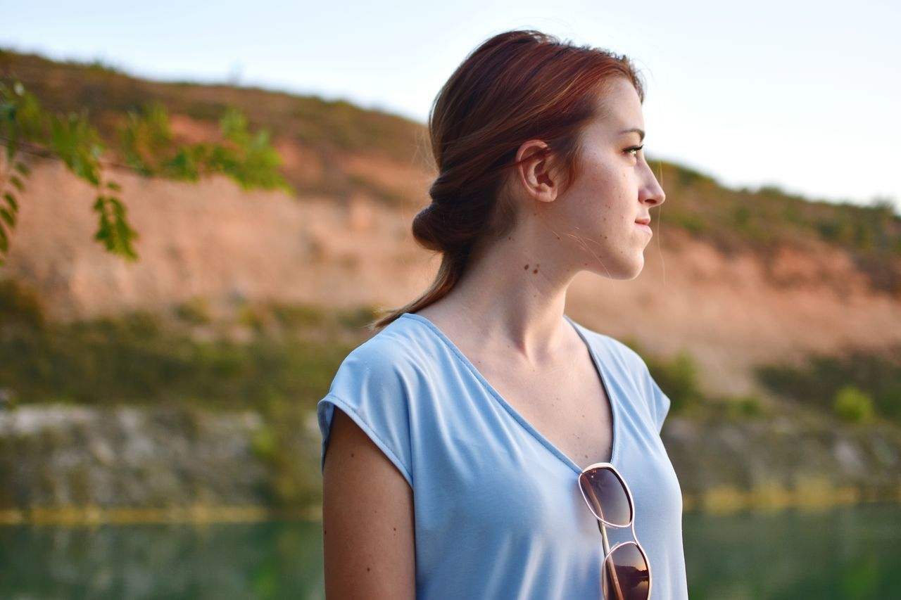 Beautiful stock photos of traurig, young adult, outdoors, sunlight, one person