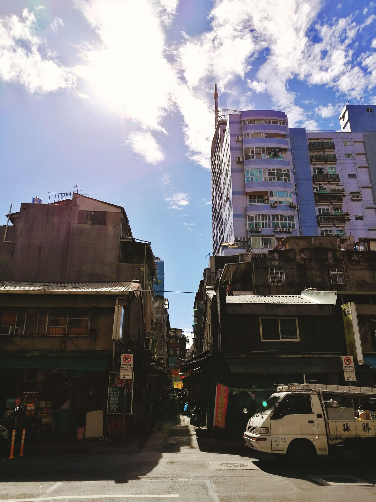 Street photography City Travel Destinations History Architecture Outdoors Cityscape No People Sky Day Taipei Taipei,Taiwan Taipeistreet Urban Exploration Street Photography The Architect - 2017 EyeEm Awards
