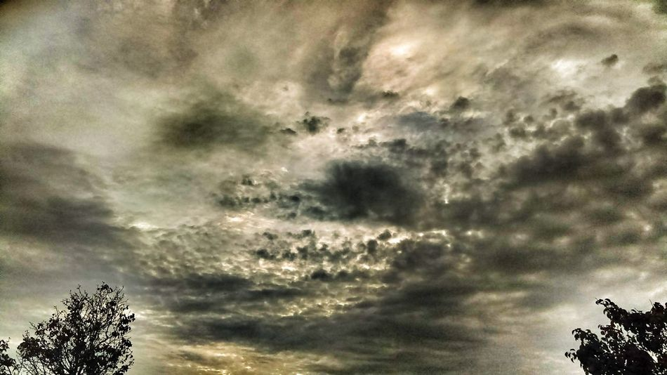 """https://youtu.be/469qF88GCj4 """"The hungry crocodile..."""" The Impurist Skylovers Cloudscape Stormembracing Light And Shadow No People Atmospheric Mood Musical Photos Lyricalartistry Eye Am Nature"""