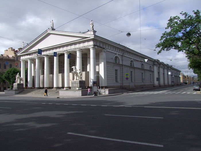 Old Stables Architectural Columns Building Exterior City Cloudy Sky Colonial Architecture Composition Full Length History Horse Stables Horse Statues No People Outdoor Photography Russia Saint Petersburg Stables Sunlight And Shadow Tourist Attraction  Tourist Destination Tree White Building