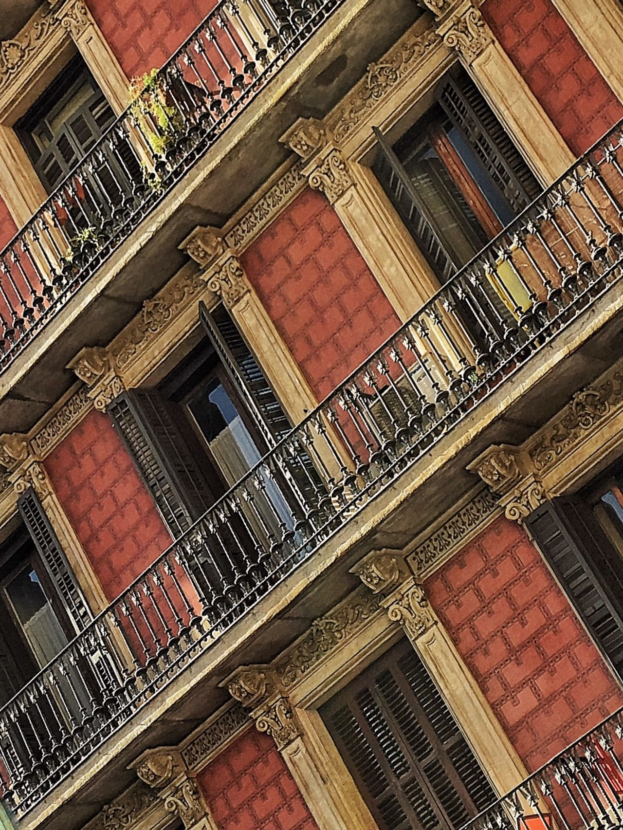 Learn & Shoot: Leading Lines One Your Side Taking Photos Walking Around Streetphotography EyeEm Spain Cityscapes Building Balcony Spainish