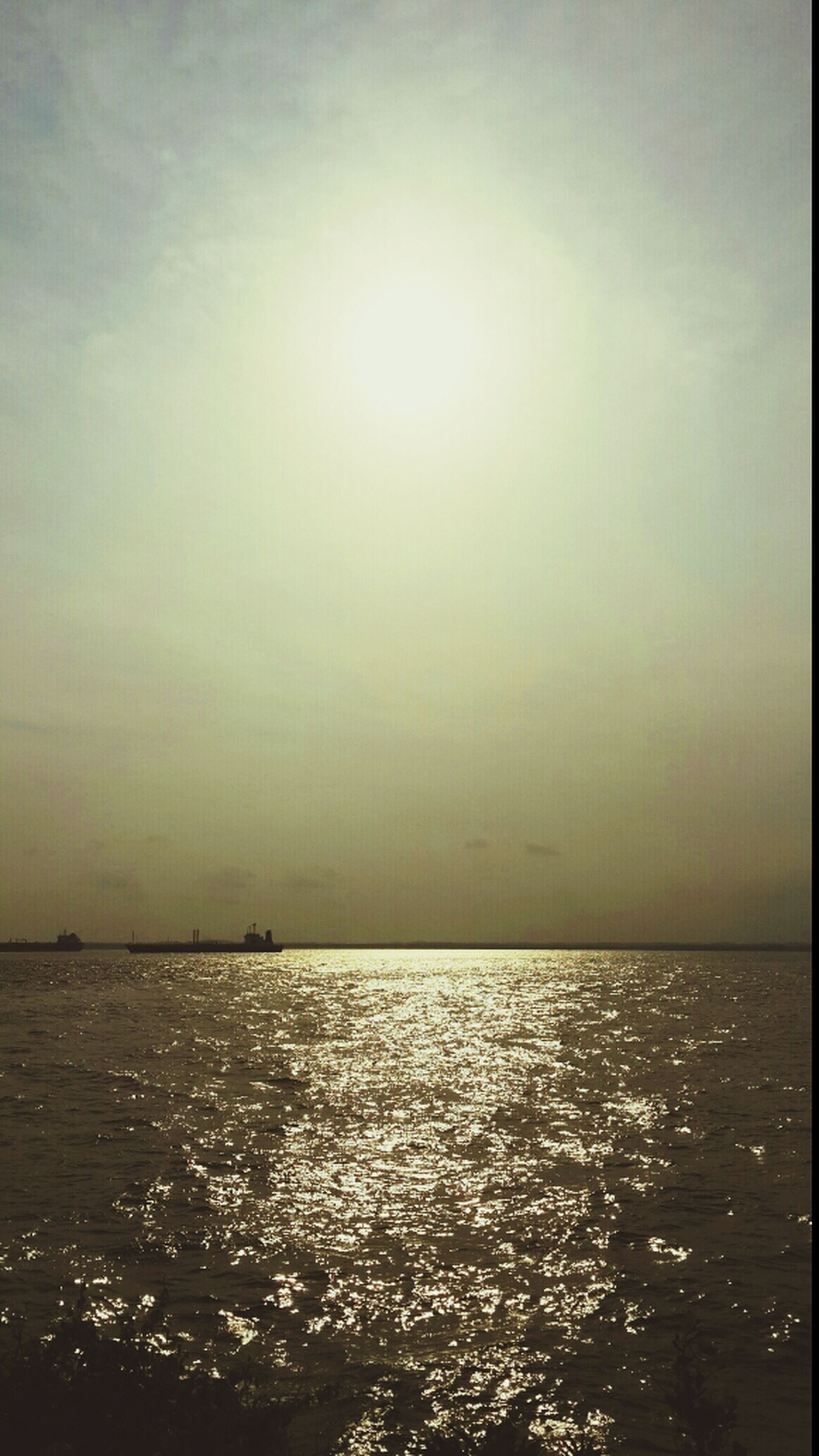 water, sea, waterfront, tranquil scene, tranquility, scenics, horizon over water, sun, beauty in nature, sky, nature, sunset, rippled, idyllic, reflection, sunlight, silhouette, outdoors, seascape, sunbeam