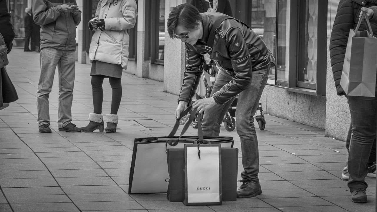 Luxurious life | #SPBLOG Black & White Black And White Blackandwhite Blackandwhite Photography Canonboyz Canonm5 City City Life Frankfurt Am Main GUCCI Men Only Men People Real People Street Street Photography Streetphoto_bw Streetphotography Urban Urban Exploration The Street Photographer - 2017 EyeEm Awards