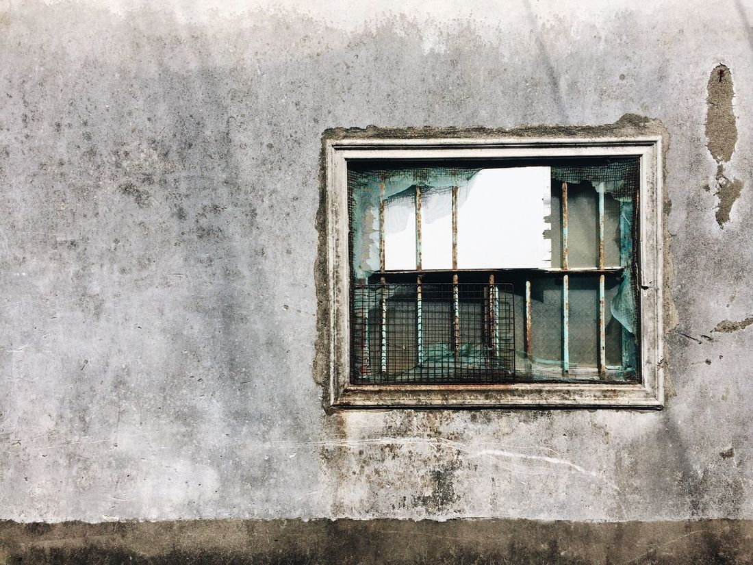 歷經了幾十年風霜的窗戶 Window Architecture Built Structure Building Exterior No People Day Outdoors IPhoneography