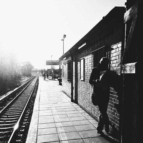 Warten !! Fast 8 Jahre seines Lebens verbringt ein Mensch mit warten... Warten Auf Den Bus Wartenaufschristkind Warten... Warten 😊⛄🎄