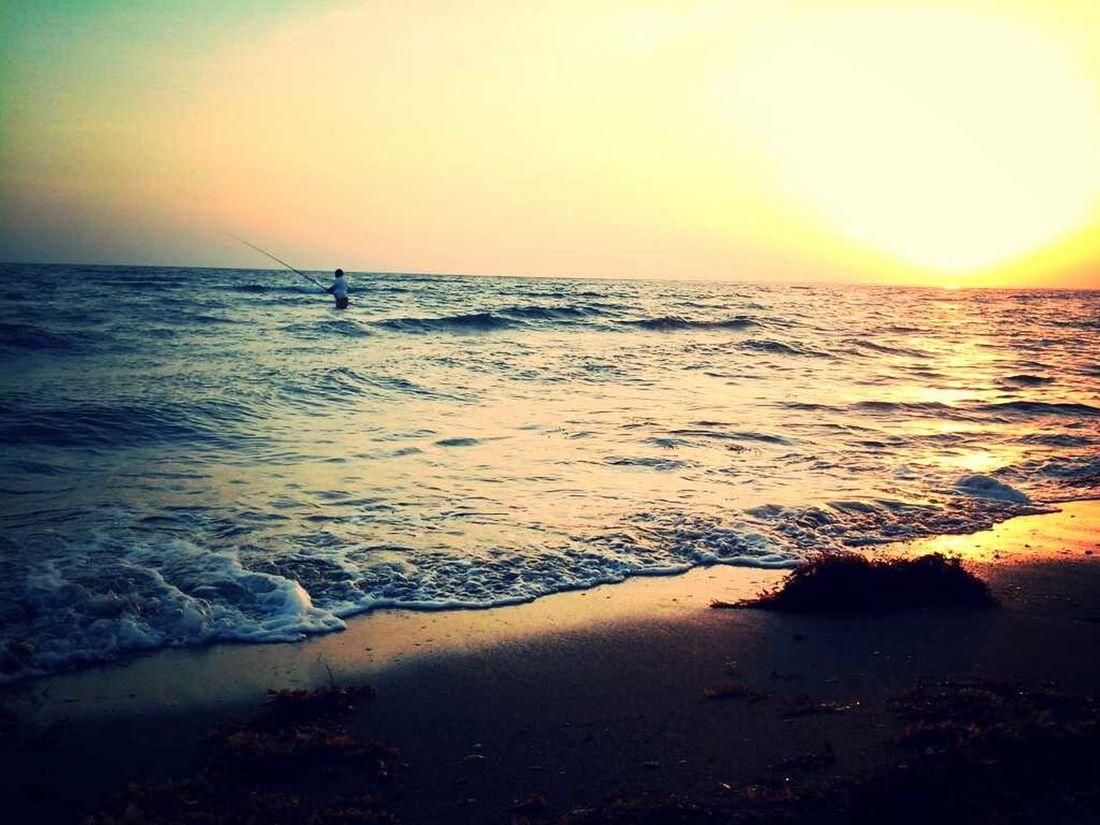 لحظة الغروب ،، شاطئ السميرات .. الجنوب تصويري  الدرب