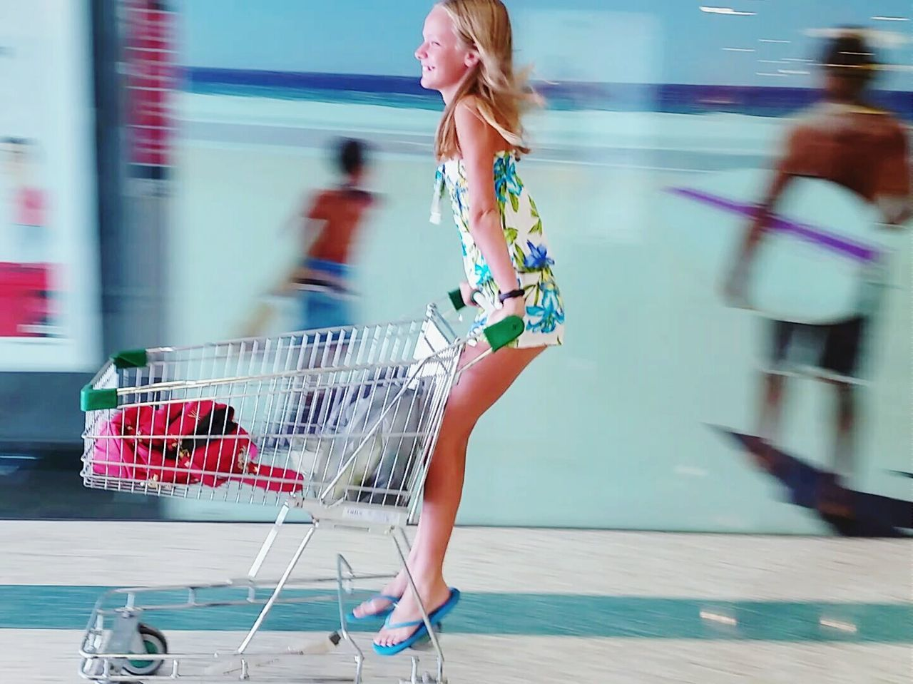 Ahhh the joy of youth Teenager Shopping Trolley Taking Photos Check This Out Enjoying Life Happiness Showing Why I Could Be An Open Editor Hanging Out Deceptively Simple