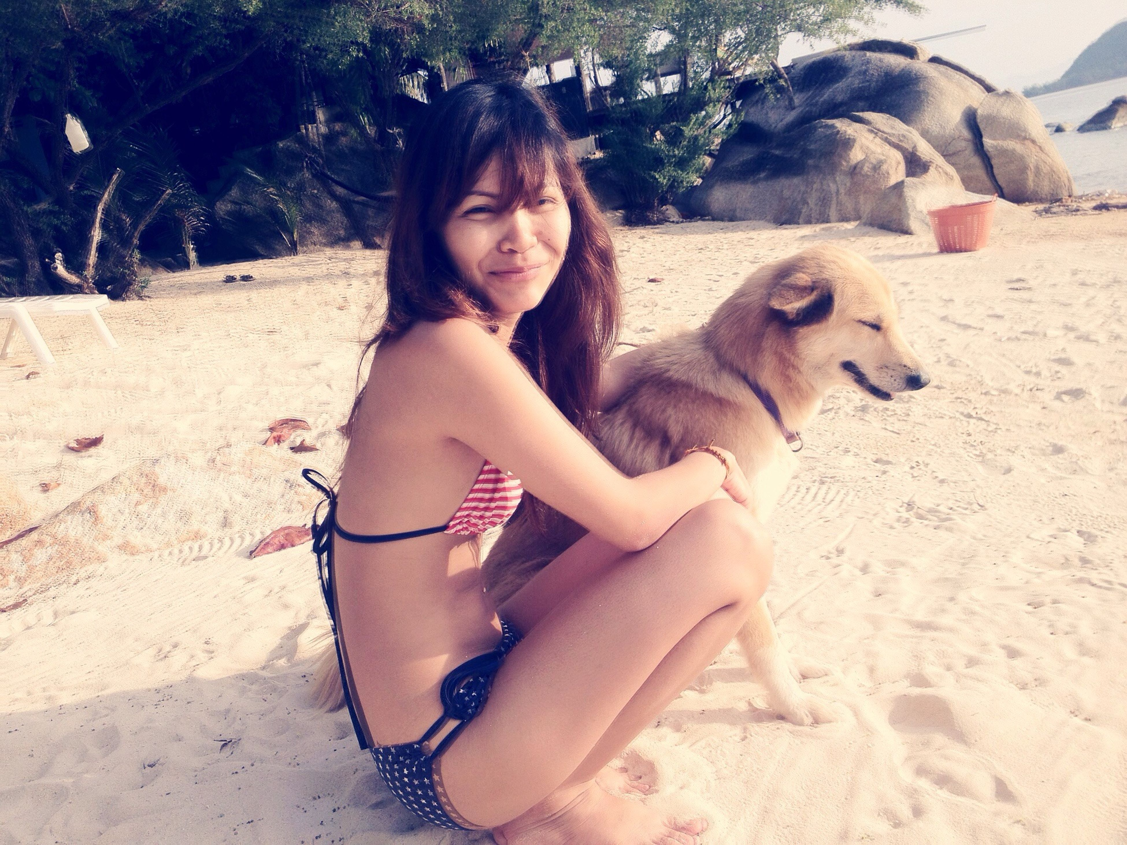 First time @Koh phangan2011, cute dog! Wanna go back there soon ?