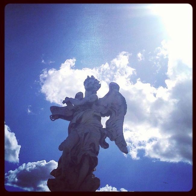 Je suis trop une artiste de la photo... Un ange en extase (y a un mome qui a fait la meme tête en voyant ma glace). Roma Pontesanangelo