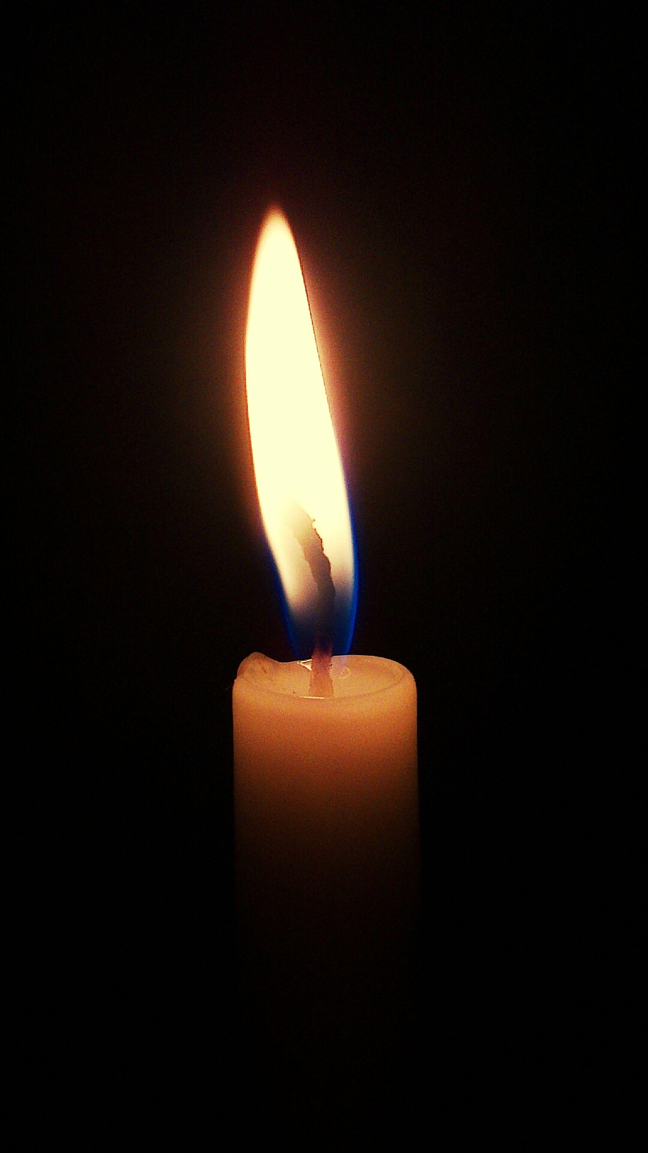 flame, burning, heat - temperature, fire - natural phenomenon, candle, glowing, illuminated, indoors, lit, close-up, dark, fire, candlelight, darkroom, copy space, black background, studio shot, light - natural phenomenon, night, heat