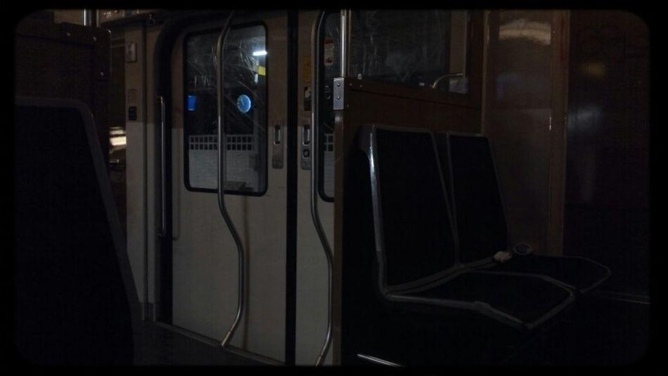 Merci de ne pas rentrer trop tard. Ul s'passe parfois des choses bizarres dans le rer... Night Lights Public Transportation RER D