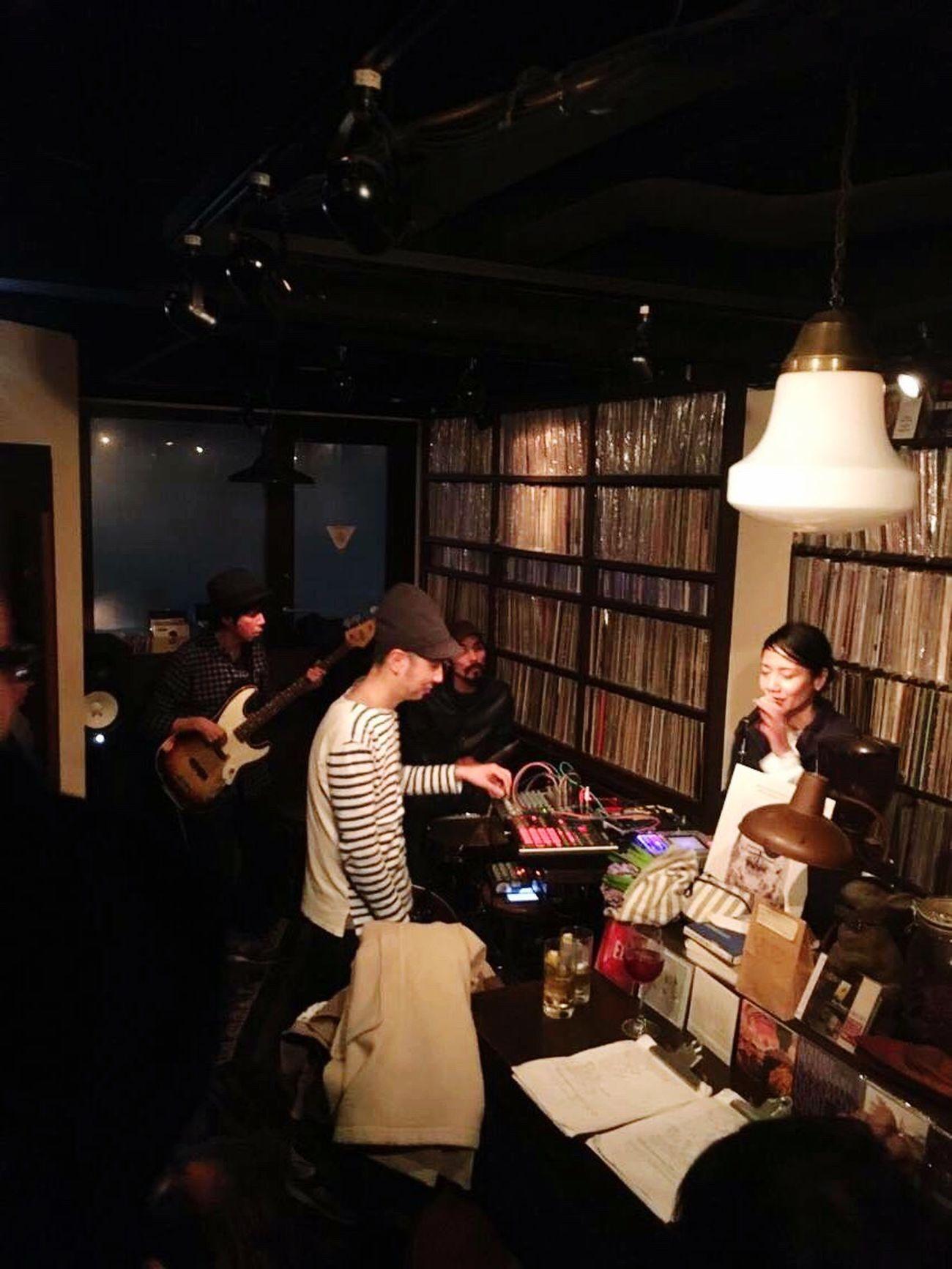 Today's live broadcasting was held in Shibuya Bar Music. It was wonderful night.昨夜のライブat 渋谷Bar Musicは素晴らしく楽しかった。曇りも、雨になり、帰る頃には雪に変わった東京。みんなありがとう。 Tokyo Shibuya Barmusic Scof75 Scof4 Studio75 Vinyl Thank you for coming! Please wait for a new album a moment.