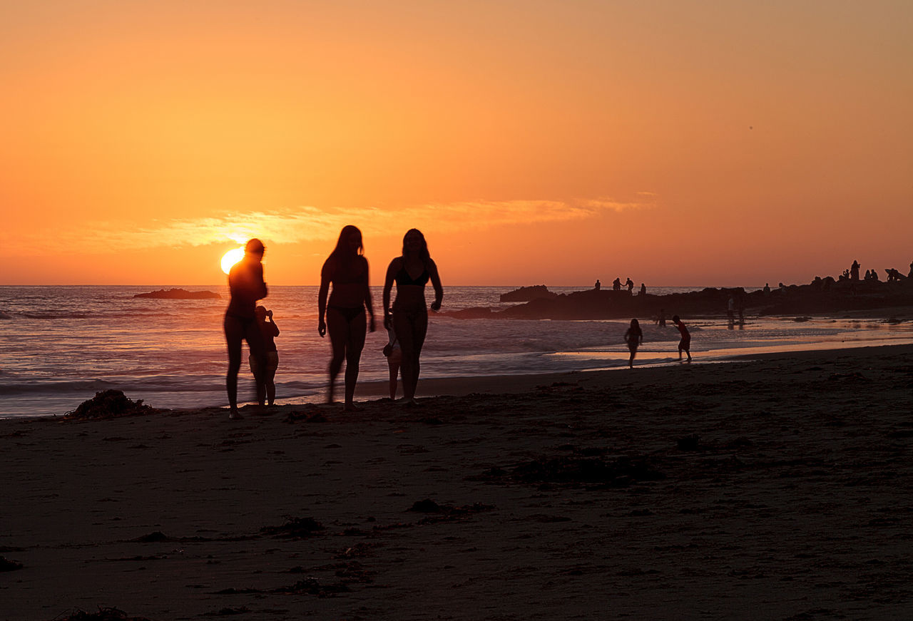 sunset, beach, sea, sand, orange color, nature, silhouette, shore, sun, beauty in nature, leisure activity, water, sky, vacations, horizon over water, scenics, wave, lifestyles, real people, outdoors, enjoyment, men, fun, standing, large group of people, full length, sport, togetherness, friendship, beach volleyball, people