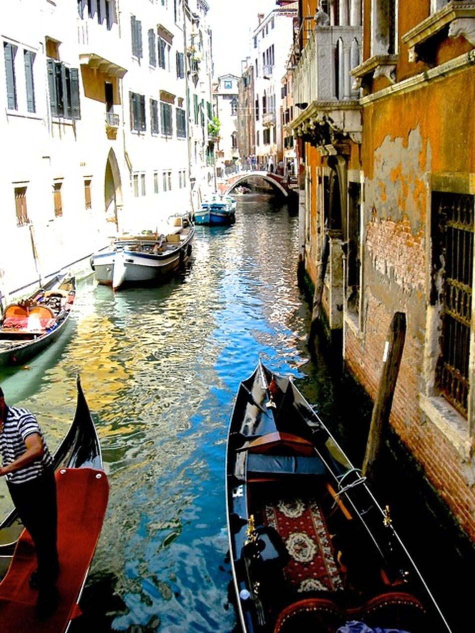 World Photography Day Taking photos for me is a try to hold the beauty of a place, a moment, a sitution...! They are so many fantastic shots just waiting to be discovered! ✨💫💥a big hug to all photographers and Photolovers . This shot was in Venice, Italy I just love the collors and architecture of this Unique City.