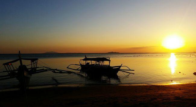 Girlysaturninophotography Sunset Sunset_collection Sunset And Clouds  Sunsetphotography Sunsetphoto Beach Beachphotography Beach Photography Beachlife EyeemPhilippines EyeEm Nature Lover EyeEm Best Edits EyeEm Best Shots - Nature