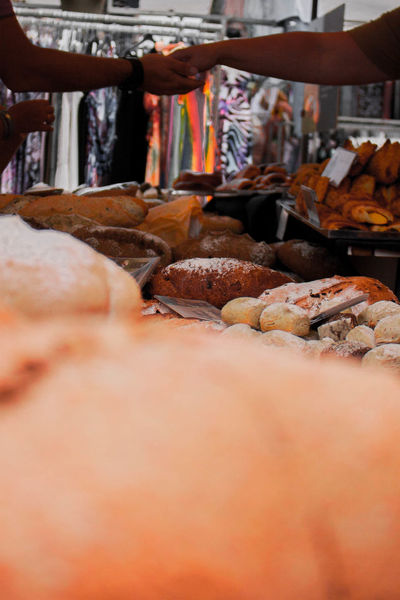 Bruinisse [NL] Fisherman's Days 2017 Bread Breads Interaction Selling Streetphotography Street Photography Market Market Stall Food Stall Buying Vending Food Food Stories