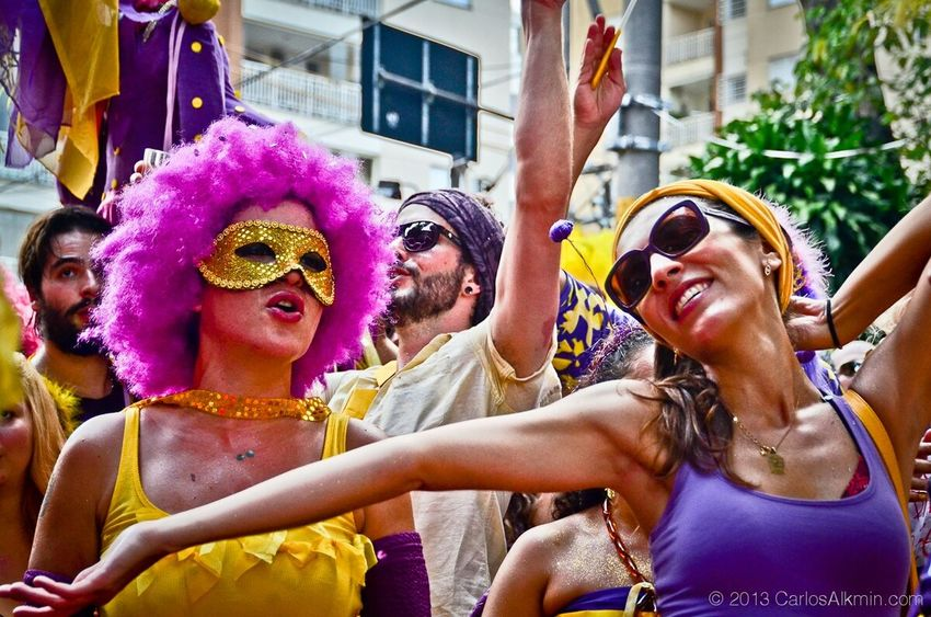 Carnaval de Rua - São Paulo 2013 Colors Of Carnival Agoravai Carnaval Bloquinho Saopaulo Sampa Fun Togetherness Celebration Friendship Medium Group Of People Outdoors Smiling Happiness Young Women Real People Multi Colored Day Lifestyles People Women Young Adult Group Of People