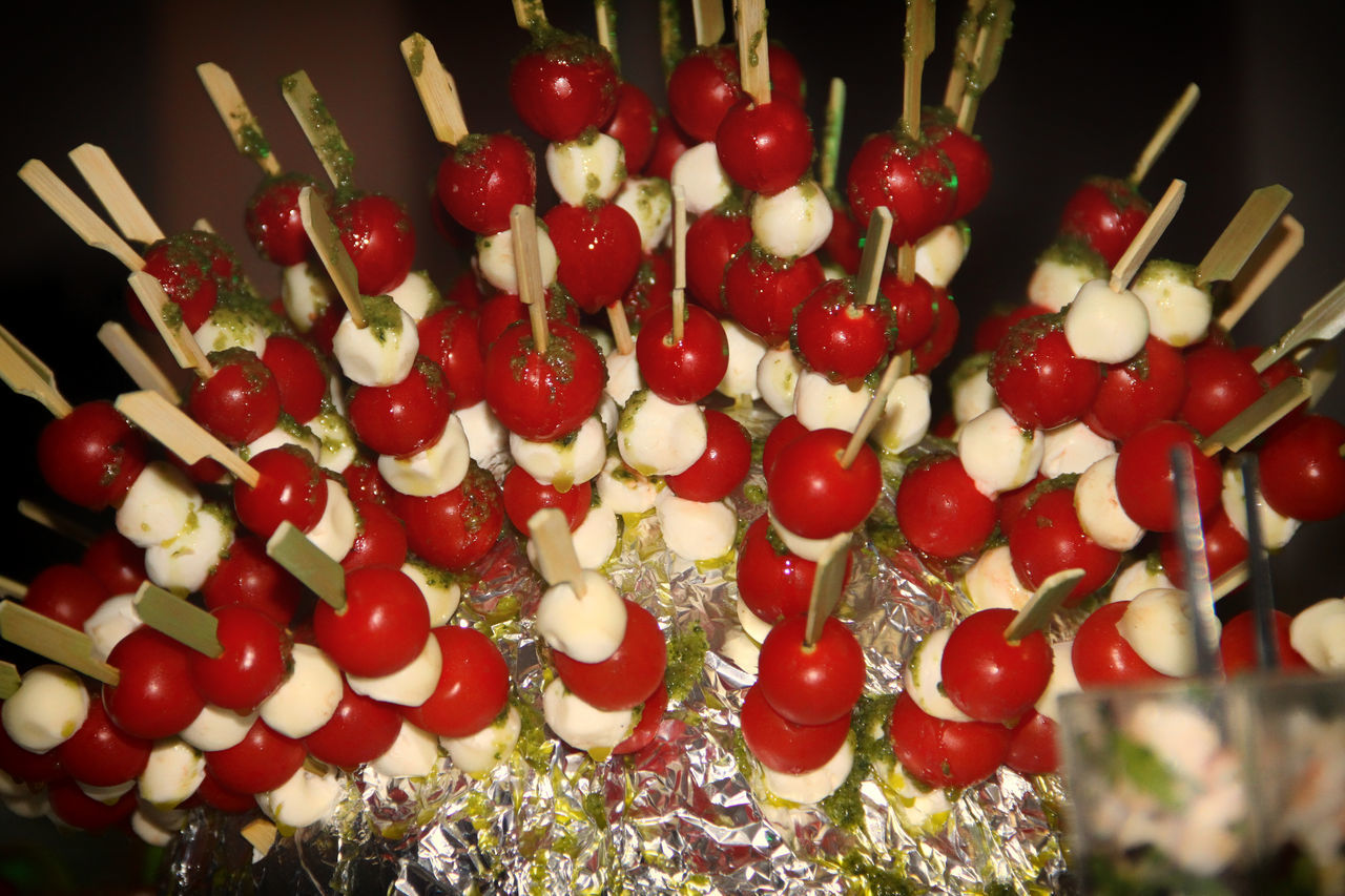 Arrangement Basilic Basilico Brochettes Brochettes 🍡 Bunch Celebration Christmas Close-up Decoration Dessert Diner Time  Food And Drink Freshness Indoors  Indulgence Large Group Of Objects Mozarella Order Ready-to-eat Red Temptation Tomatoes Unhealthy Eating Vibrant Color