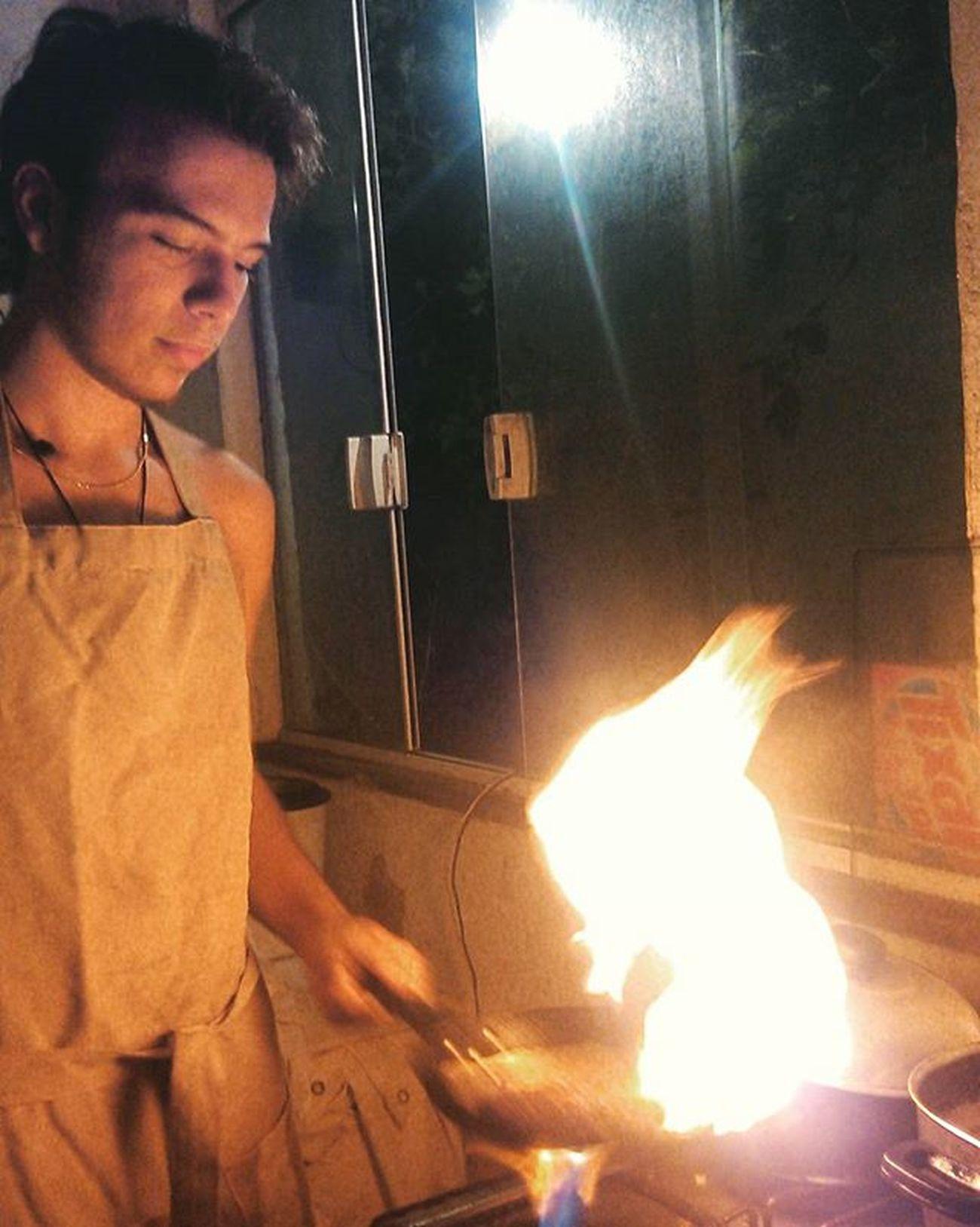 Brincadeira em casa. Cocinero Cozinheiro Chef Mylife Yococinero Buzios Buziosrj RJ Rj40graus Errejota  Riodejaneiro Bichdontkillmyvibe Brasil Brazil