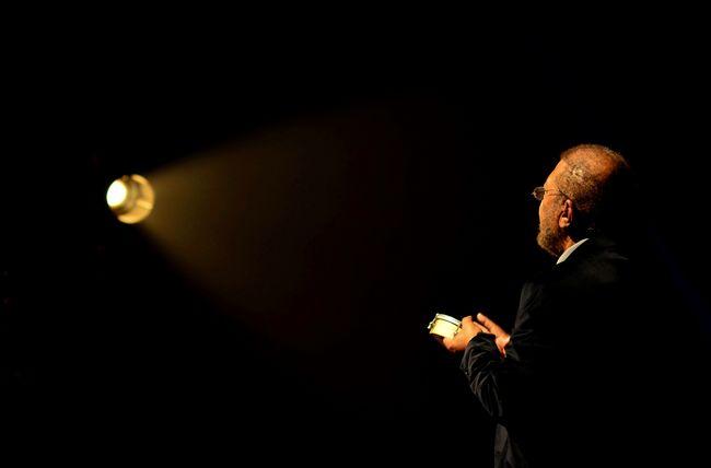 Learn & Shoot: Single Light Source Concert Music Eye4photography  EyeEm Best Shots Getting Inspired Martinho da Vila