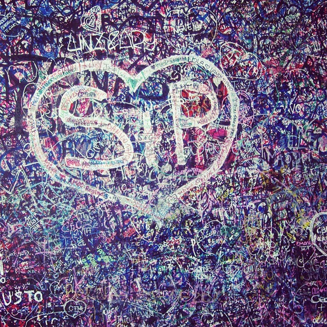 Verona, il muro dell'amore. 2010 Love Instagood Tweegram Photooftheday Instagramtagsdotcom Instamood Cute Iphonesia TBT  Summer Igers Picoftheday Girl Instadaily Instagramhub Beautiful Iphoneonly Bestoftheday IGDaily Jj  Instatags Picstitch  Sky Follow Nofilter happy fashion sun fun instagramers