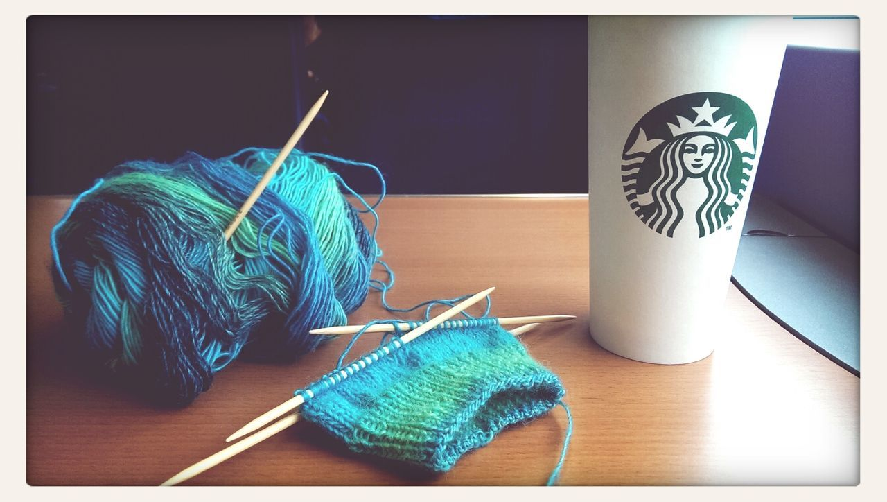 Man mag es kaum glauben, aber... Ich bin grad am Socken Stricken... Stricken Maleknitting Knitting