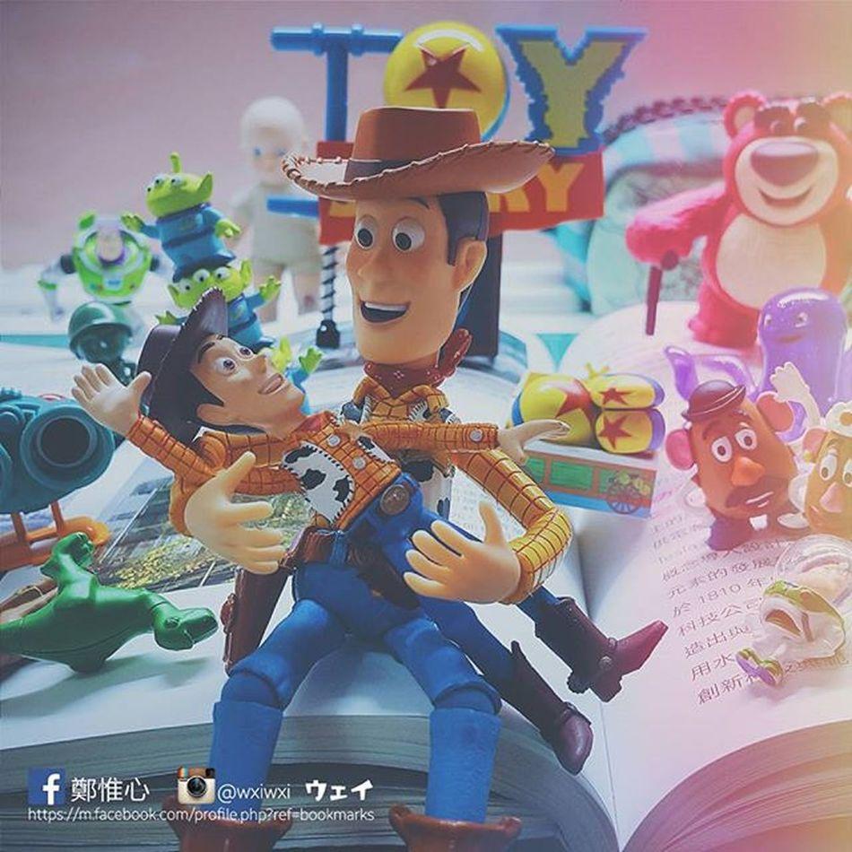 - 💬告訴你們! 我現在很認真的在讀書~ 絕對沒有在玩😤😤 迪士尼 Disney 皮克斯 Pixar  胡迪 巴斯 翠絲 こてき Woody Jessie Buzzlightyear 海洋堂 海洋堂フィギュアミュージアム トイストーリー Toystory 玩具總動員 Twig Instagood Like4like Follow4follow 20151128