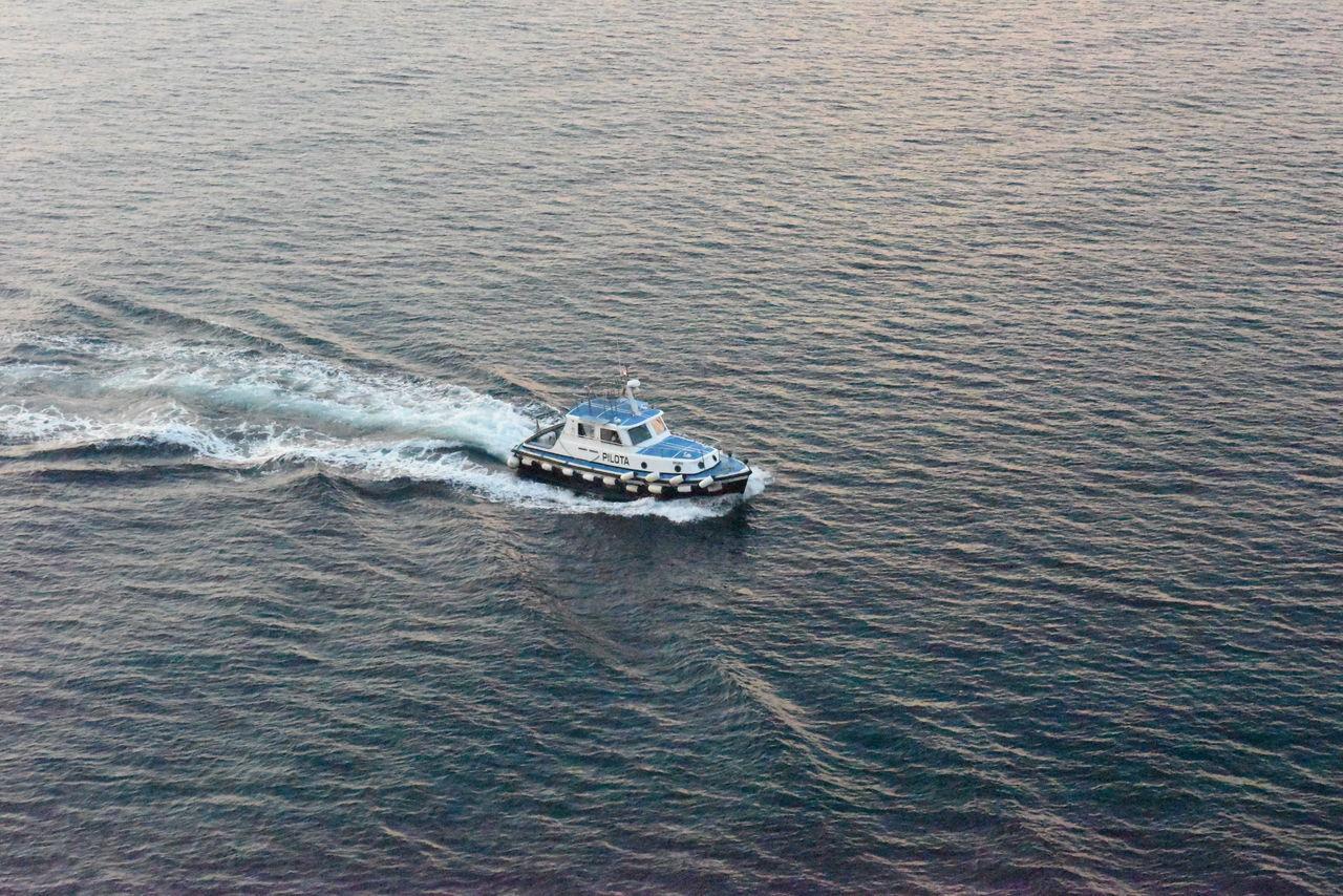 Boat Guide Lotse Lotsenboot Lotsenschiff Nautical Vessel Pilot Pilota Small Boat Vessel Water