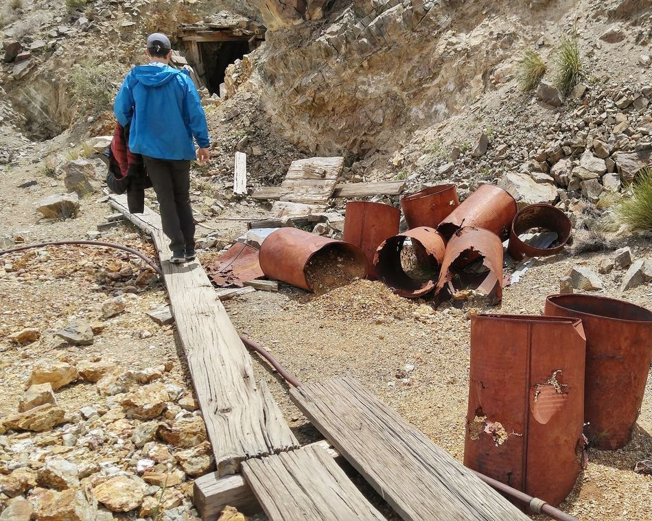 Discarded Miners Cans Discarded Discarded Drums Real People Outdoors Day Gold Mining Antique Mine Mine Shaft Gold & Silver Mine Old Mineworks Historical Mine The Oaks Trails Oakstrails Photos old mine works Gold Miner Discarded Stuff Lost Burro Mine, Death Valley National Park Lost Burro Mine The Oaks Trails Photos Deserts Around The World Mine Built Structure Old Mine Eyem Best Shots EyeEmNewHere Long Goodbye
