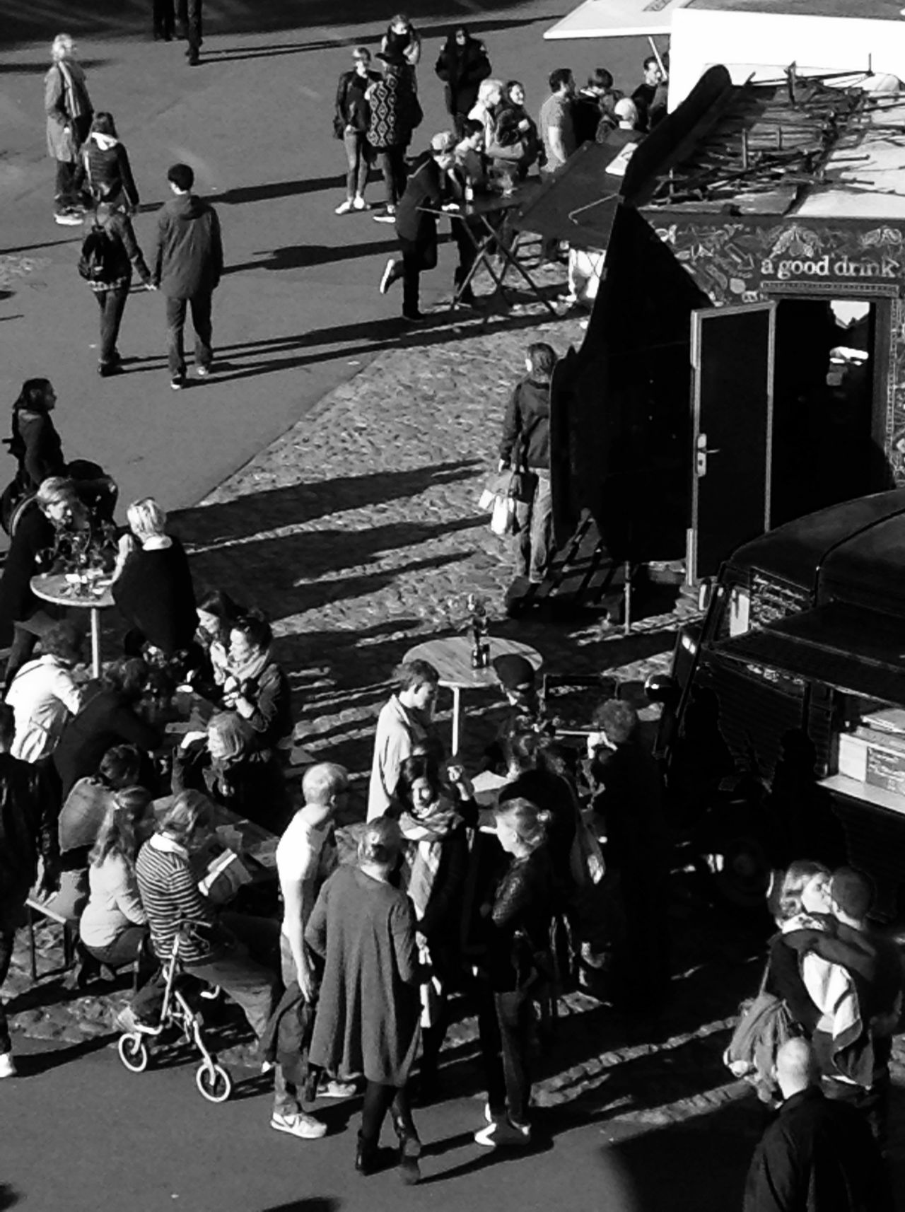Taking Photos Urban Photography Urbanpeople Aroundthefoodtruck Black And White Photography Enjoying Life Check This Out B&w Street Photography