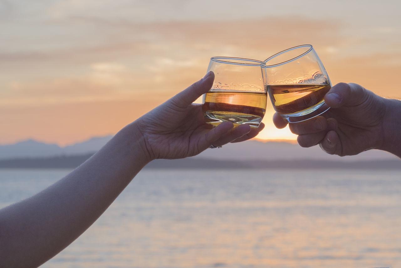 Beautiful stock photos of valentinstag, sunset, human hand, drink, sky